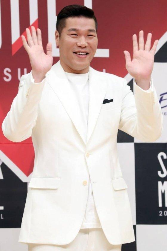 방송인 서장훈이 지난해 10월 5일 오후 서울 양천구 목동 SBS에서 열린 '슈퍼모델 2018 서바이벌' 제작발표회에서 포즈를 취하고 있다. / 사진=이기범 기자 leekb@