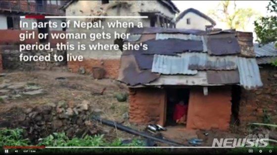 네팔에서 생리하는 여성을 격리조치하는 오두막의 모습.(사진출처: CNN 영상 캡쳐, 뉴시스) 2019.01.11.