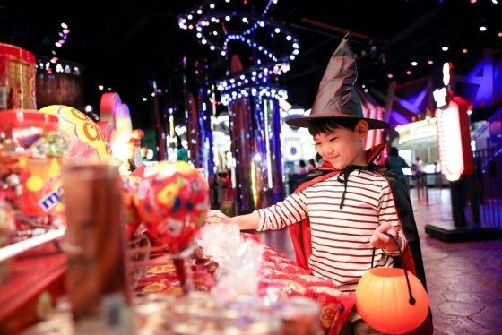 파라다이스시티 원더박스에서 마녀 분장을 한 어린이의 모습. /사진=파라다이스