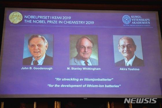 올해 노벨화학상은 오른쪽부터 존 굿이너프, 스탠리 휘팅엄, 요시노 아키라 등 3인이 공동 수상했다./사진=뉴시스