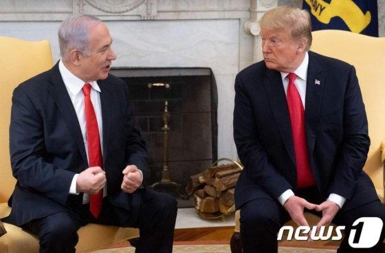 지난 3월 25일 도널드 트럼프 미국 대통령이 워싱턴 백악관에서 베냐민 네타냐후 이스라엘 총리와 정상회담을 하고 있다. /사진=뉴스1