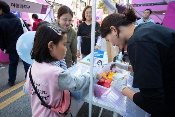 서울 신촌 연세로에서 12일부터 13일까지 이틀간 은행권청년창업재단 디캠프 주최하는 대규모 스타트업 거리 축제 'IF2019'가 개최됐다. /사진제공=디캠프
