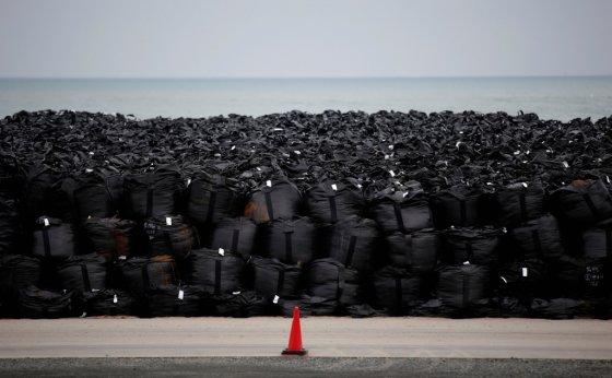 일본 후쿠시마 내 임시 보관 중인 방사능 제염 폐기물 자루. /사진=로이터