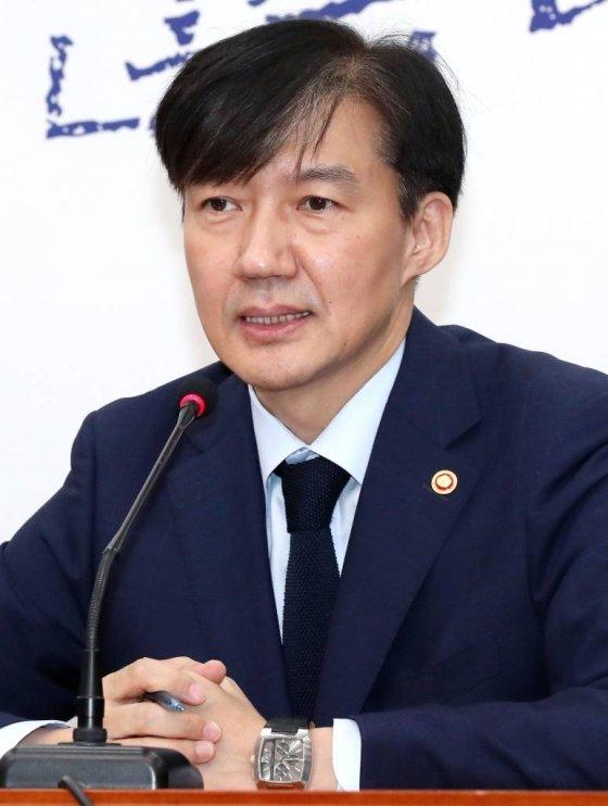 검찰 출석한 정경심, '조국 사퇴' 소식에 조사중단 요청(상보)