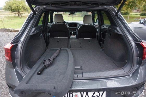지난해 9월 독일에서 시승한 폭스바겐 소형 SUV '티록' 내부 트렁크 모습. /사진=이건희 기자