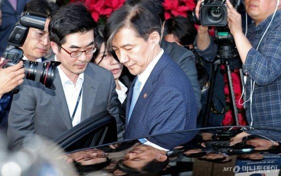 """""""문재인에 큰 타격""""…'조국 사퇴'에 관심 쏠린 日언론 - 머니투데이 뉴스"""