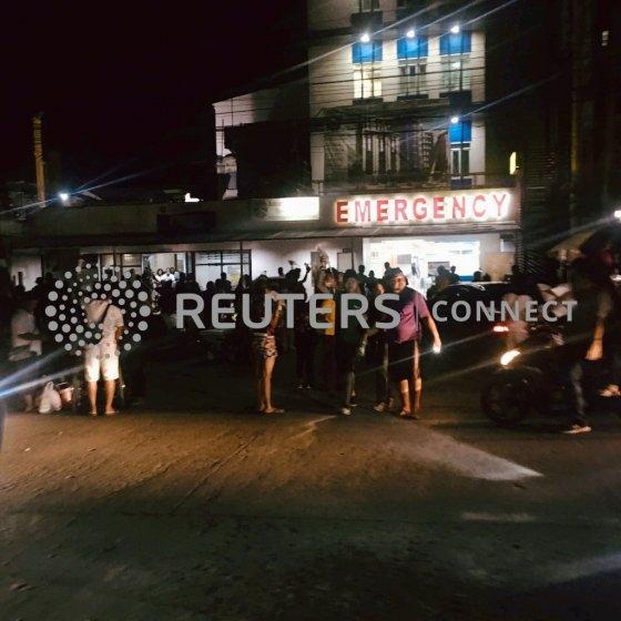 16일(현지시간) 필리핀 남부 민다나오에서 지진이 발생한 이후 응급실이 북적이고 있다. <br> /사진=로이터