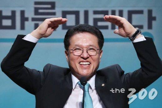 2일 오후 서울 여의도 국회 의원회관 대회의실에서 열린 바른미래당 당대표 및 최고위원, 전국청년위원장 선출대회에서 정운천 후보가 인사말을 하고 있다. / 사진=이기범 기자 leekb@