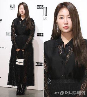 소유, 매혹적인 블랙 레이스 패션…가을 분위기 '물씬'