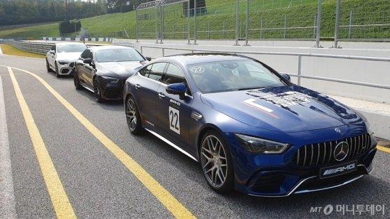 메르세데스-AMG 'GT 4도어 쿠페'를 경기 용인 AMG 스피드웨이에서 직접 타봤다. /사진=김남이 기자