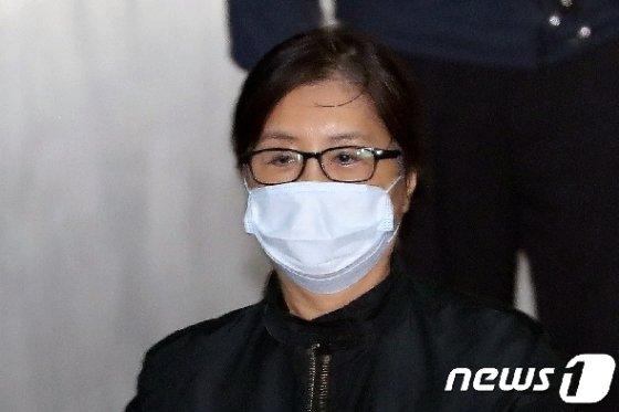 국정농단의 주범 박근혜 전 대통령의 '비선실세' 로 알려진 최순실씨. 2018.4.11/뉴스1 © News1 황기선 기자