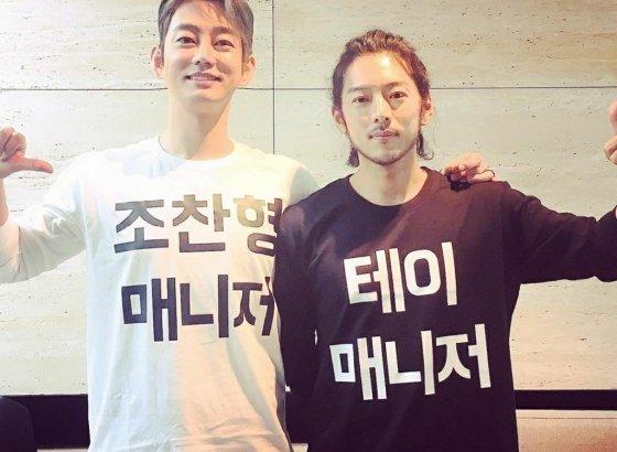 가수 테이(왼쪽)와 그의 매니저 조찬형/사진=테이 인스타그램