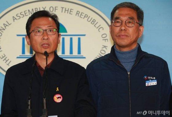김명환 민주노총위원장(왼쪽)과 김주영 한국노총위원장/사진=이동훈 기자
