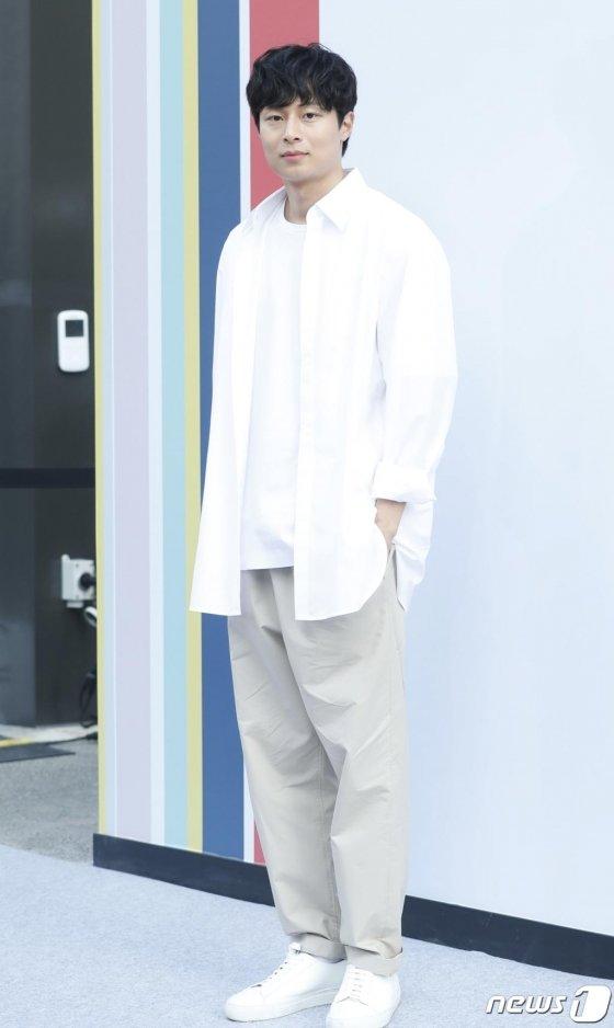 디자이너 김충재가 4일 오후 서울 삼성디지털프라자 강남본점에서 열린 삼성 비스포크 론칭 파티에 참석해 포즈를 취하고 있다. 2019.6.4/사진=뉴스1