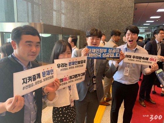 """야당에 손내민 文 """"공정·경제·공수처""""…박수 29회"""