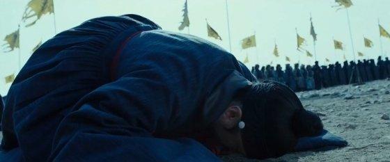 영화 '남한산성'에서 묘사한 삼전도의 굴욕/사진제공=씨제이이앤엠(CJ E&M)