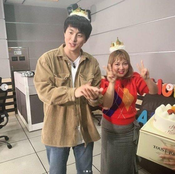 생일을 맞아 박나래와의 투샷을 공개한 만화가 기안84. /사진 = 기안84 인스타그램