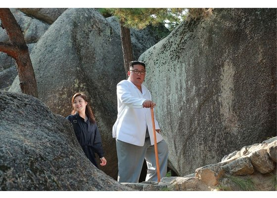 북한 김정은 국무위원장이 금강산관광지구를 시찰했다고 23일 노동신문이 보도했다./사진=뉴시스