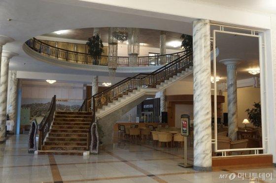 금강산 호텔 1층 로비./사진=한민선 기자