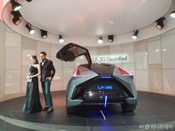 렉서스 전기차 콘셉트카 'LF-30 일렉트리파이드' 뒷모습. /사진=이건희 기자
