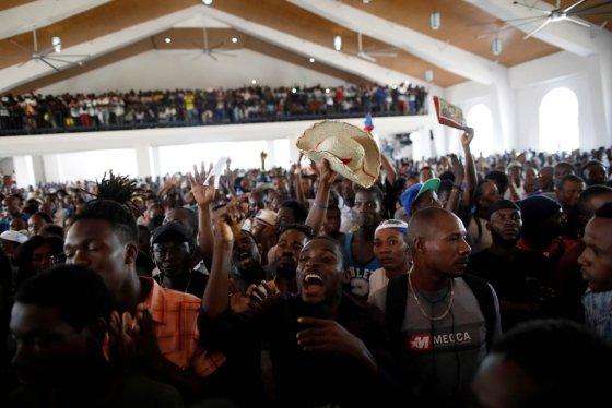 아이티 수도 포토프린스에 있는 한 교회에서 시민들이 모여 반정부 시위를 벌이고 있다. /사진=로이터