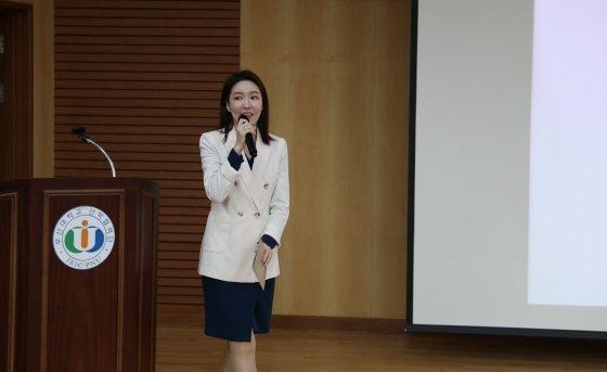 행사를 진행한 김민지 아나운서