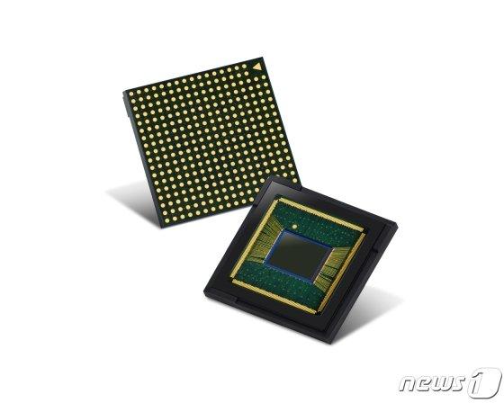 지난 5월 공개된 삼성전자의 6400만화소급 이미지센서 '아이소셀 브라이트 GW1·GM2'(삼성전자 제공)