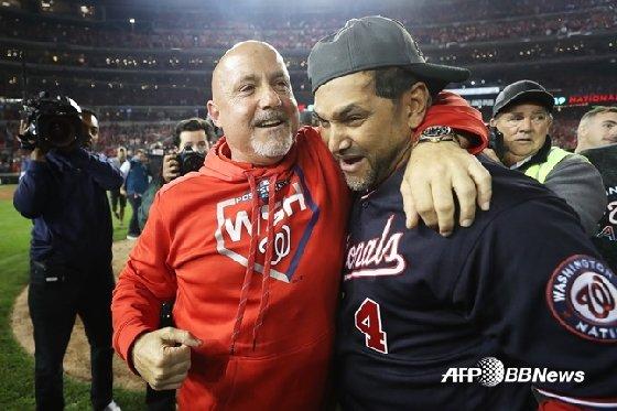워싱턴의 마이크 리조 단장(왼쪽)과 데이브 마르티네스 감독.  /AFPBBNews=뉴스1