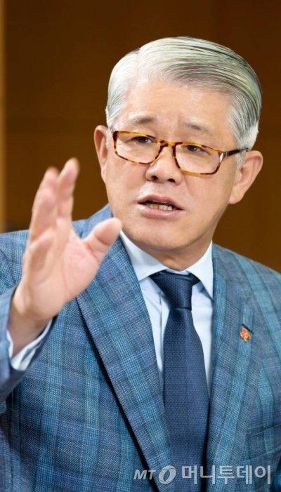 최신원 SK네트웍스 회장 / 사진제공=SK네트웍스