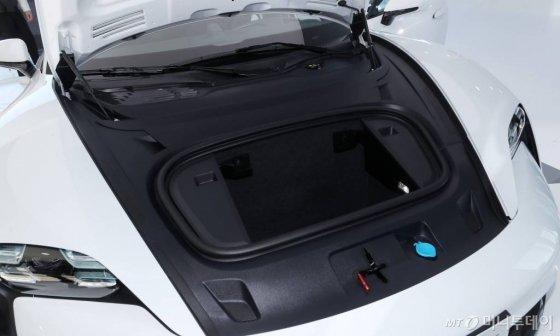 포르쉐 '타이칸 터보 S' 전면 트렁크. /사진=김휘선 기자