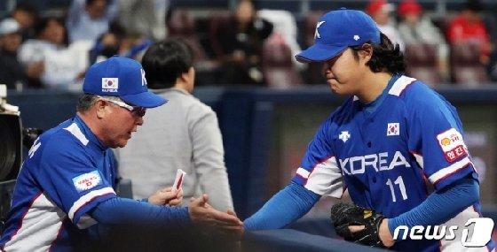 김경문 감독(왼쪽)과 조상우. /사진=뉴스1