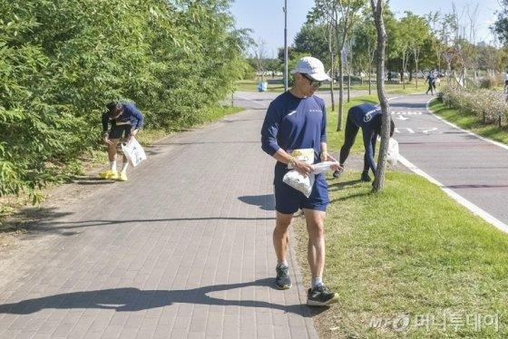 지난달 12일 서울 반포한강공원에서 볼보자동차 친환경 달리기 행사 '헤이, 플로깅'이 열린 모습. /사진제공=볼보자동차코리아