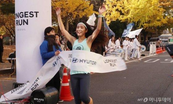 '롱기스트 런 인 서울' 여성 1위를 차지한 이지윤씨. /사진=김휘선 기자