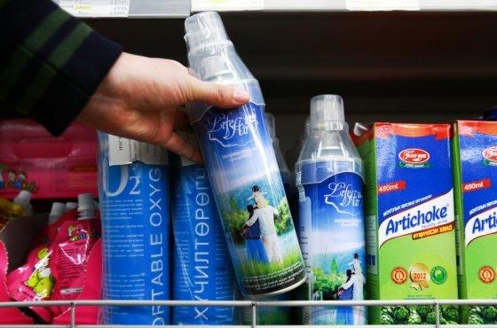몽골 울란바토르의 한 쇼핑몰에서 판매되고 있는 산소칵테일 관련 제품/사진=AFP