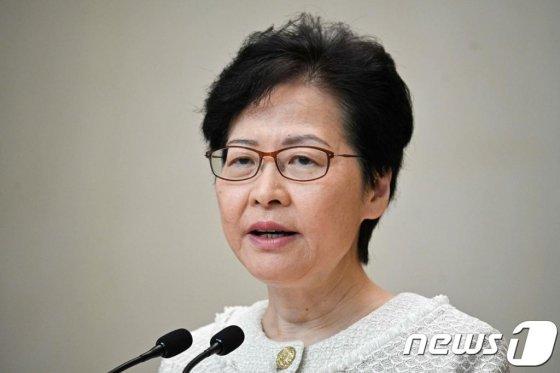 (홍콩 AFP=뉴스1) 우동명 기자 = 캐리 람 홍콩 행정장관이 10일(현지시간) 홍콩에서 기자회견을 하고 있다.   © AFP=뉴스1  <저작권자 © 뉴스1코리아, 무단전재 및 재배포 금지>