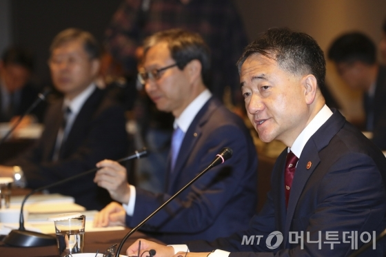 국민연금, 경영참여 기업 '이사해임' 추진..'연금 사회주의' 고개