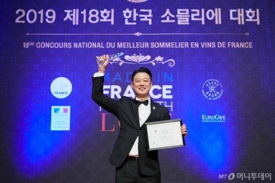 '제18회 한국 소믈리에 대회'  우승자 박민욱 파크 하얏트 부산 소믈리에 / 사진제공=소펙사