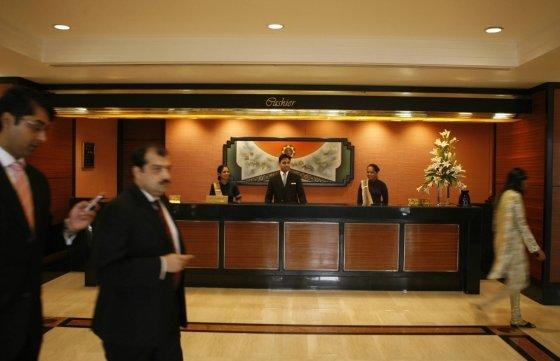 인도 뭄바이에 있는 한 호텔 로비/사진= AFP