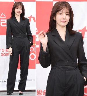 정인선, 시크한 점프슈트 패션…눈웃음 '싱긋'