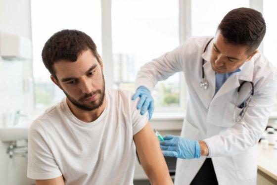 호주, 미국,캐나다,스위스,이탈리아 등 19개국에선 남자에게도 자궁경부암 예방접종을 실시한다. 비용의 경우 호주, 캐나다 처럼 전액무료인 국가도 있으나,일부 자기부담인국도 있다./사진= 이미지 투데이