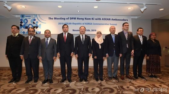 경제부총리 만난 동남아 대사들