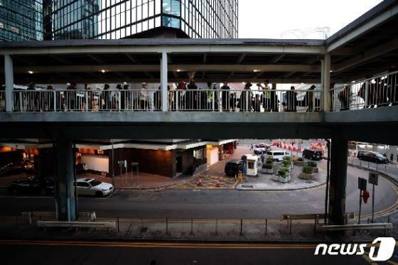 [사진] 홍콩 시민들 '중앙정부청사로 행진'