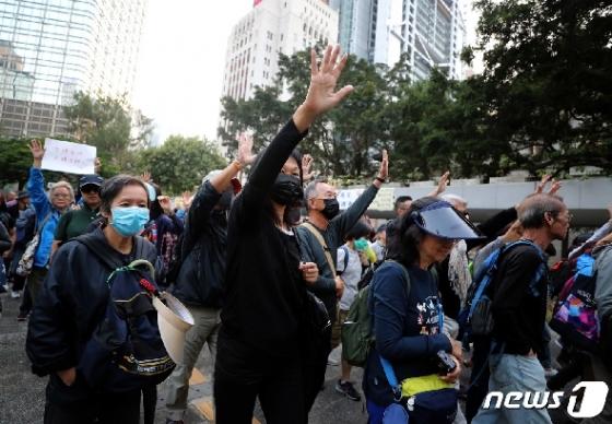 [사진] 홍콩 중앙정부청사로 행진하는 시민들