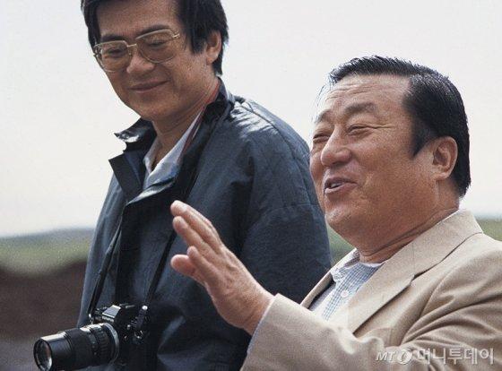 고 조중훈 한진그룹 창업주(오른쪽)와 아들인 고 조양호 한진그룹 회장(왼쪽). /사진=한진그룹