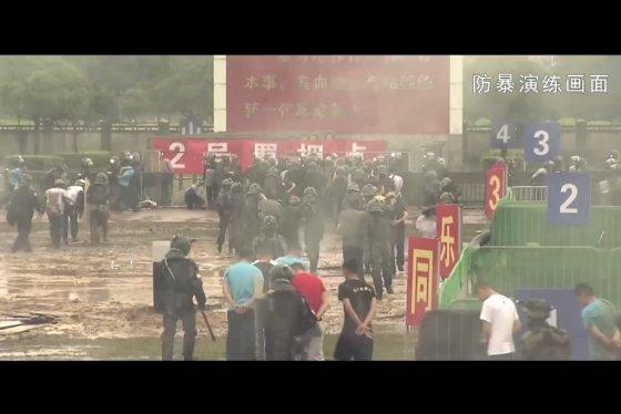 지난 8월 공개된 홍콩 주둔 인민해방군의 테러 진압 훈련 모습. /사진=AFP
