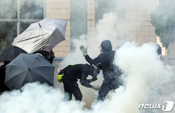 [사진] 전쟁터 같은 홍콩 시위 현장