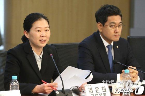 권은희 바른미래당 의원(왼쪽)이 18일 오전 서울 여의도 국회 의원회관에서 열린 공수처안 체계심사를 위한 전문가 간담회에서 모두발언을 하고 있다. /사진=뉴스1