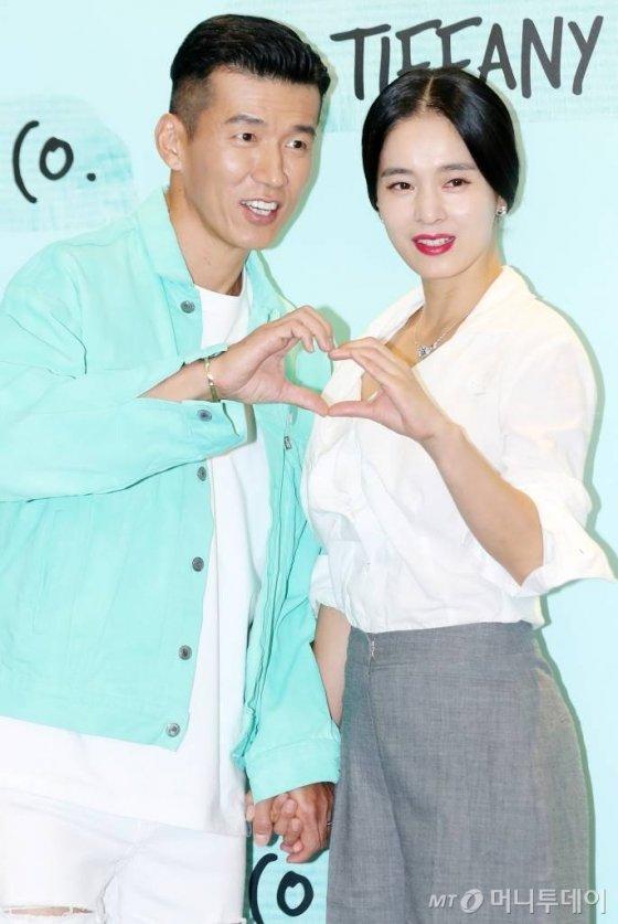 가수 션과 배우 정혜영 부부/사진=김휘선 기자