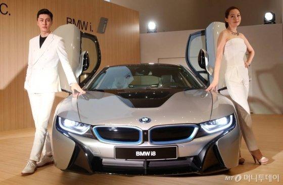 BMW코리아가 26일 오전 서울 을지로 동대문디자인플라자에서 'i 시리즈'의 두번째 모델 i8 국내출시기념행사를 진행하고 있다. / 사진=홍봉진기자 honggga@