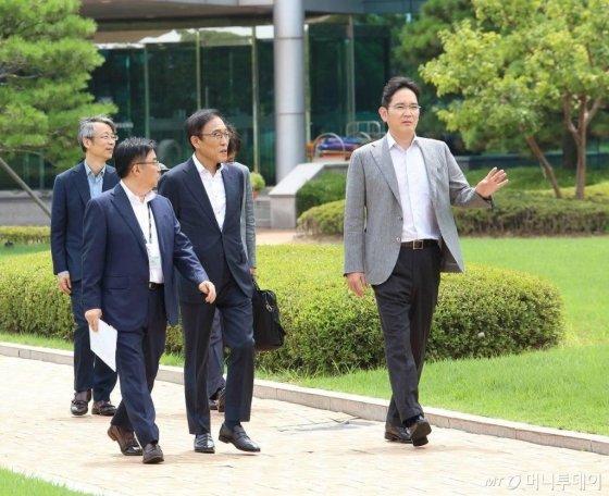 이재용 삼성전자 부회장이 삼성전자 온양캠퍼스(충청남도 아산 소재)를 방문해 현장경영에 나섰다./사진제공=삼성전자
